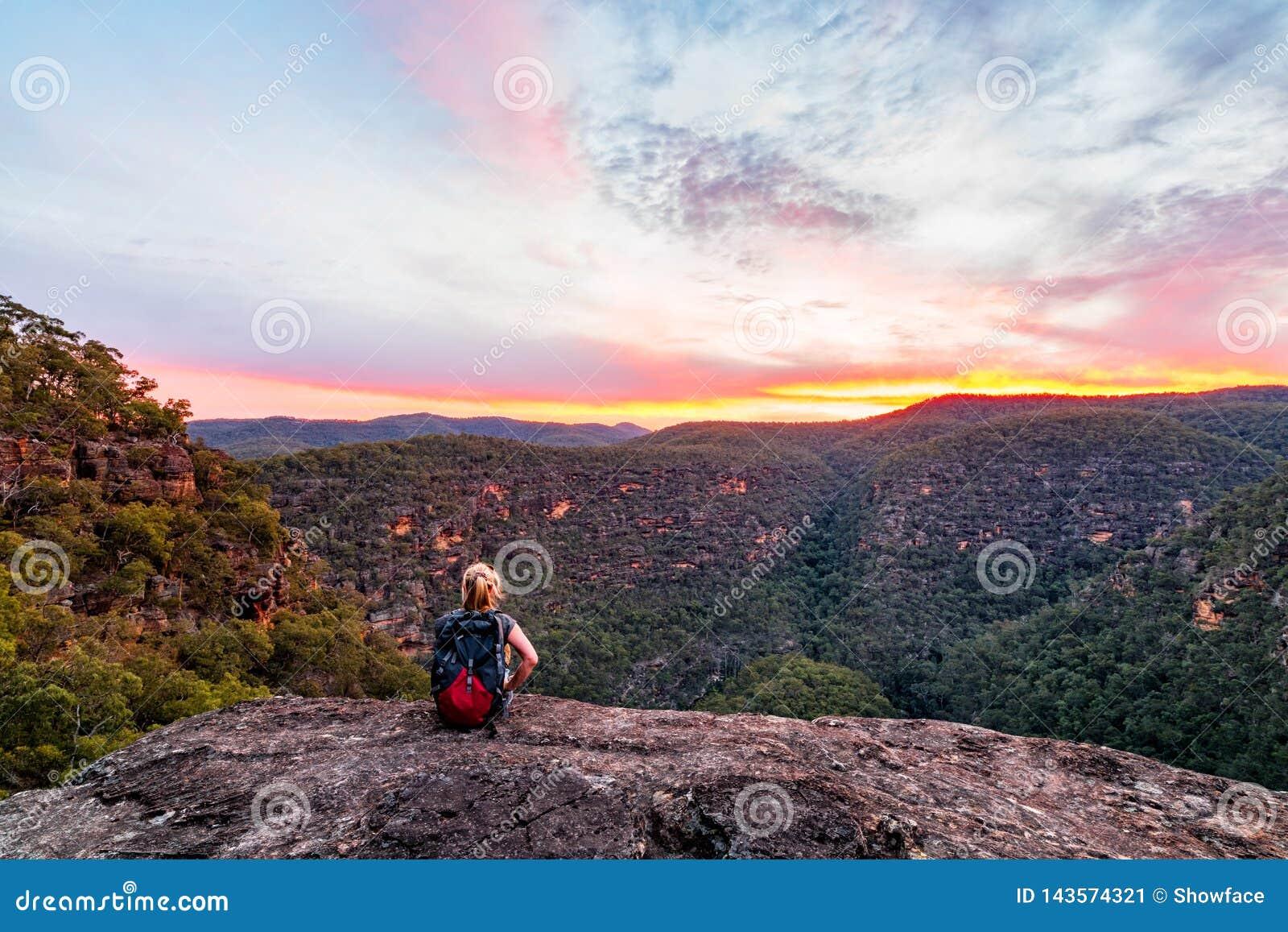 Kvinna i bergvildmarken