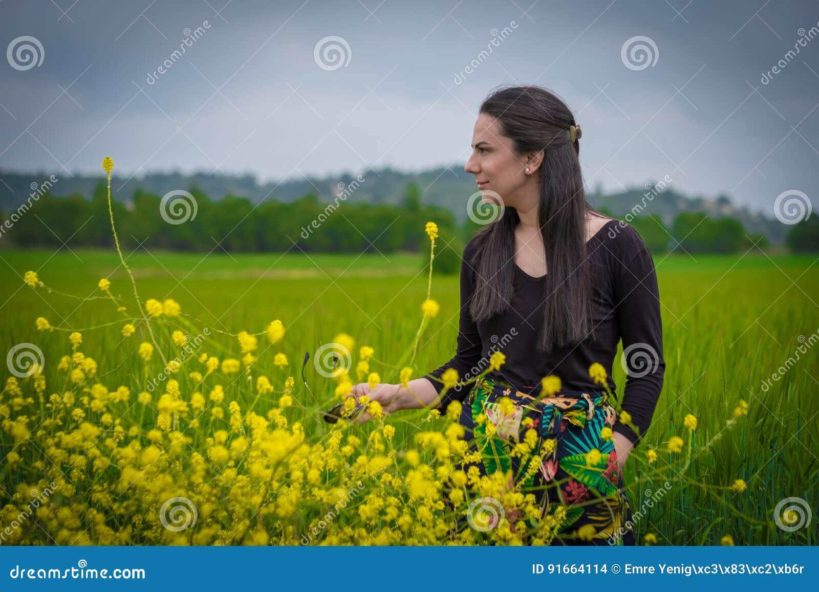 Kvinna i weathfältet