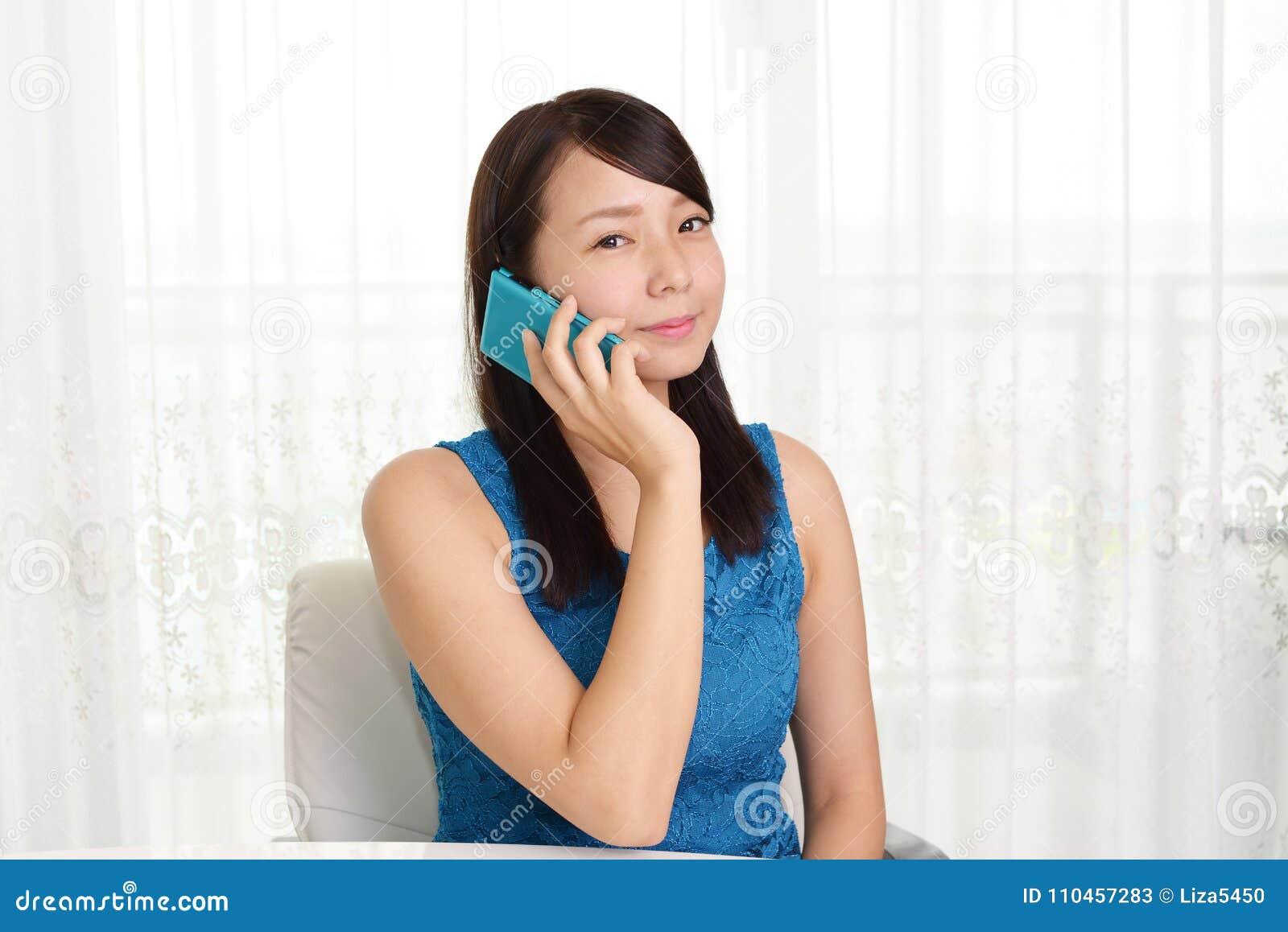 Kvinna med en smart telefon