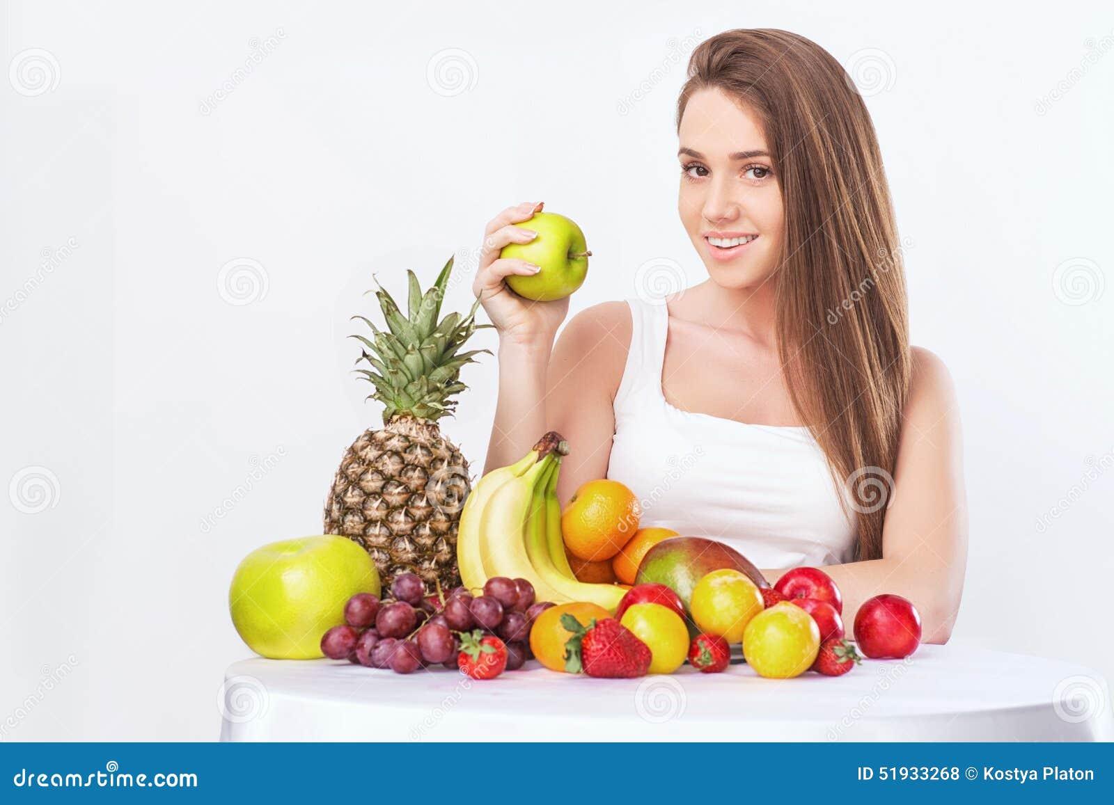 Kvinna med frukt