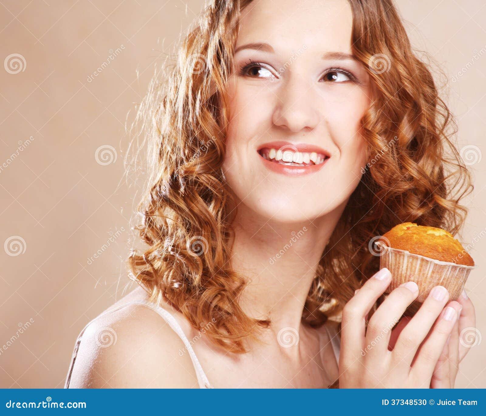 Kvinna med kakan