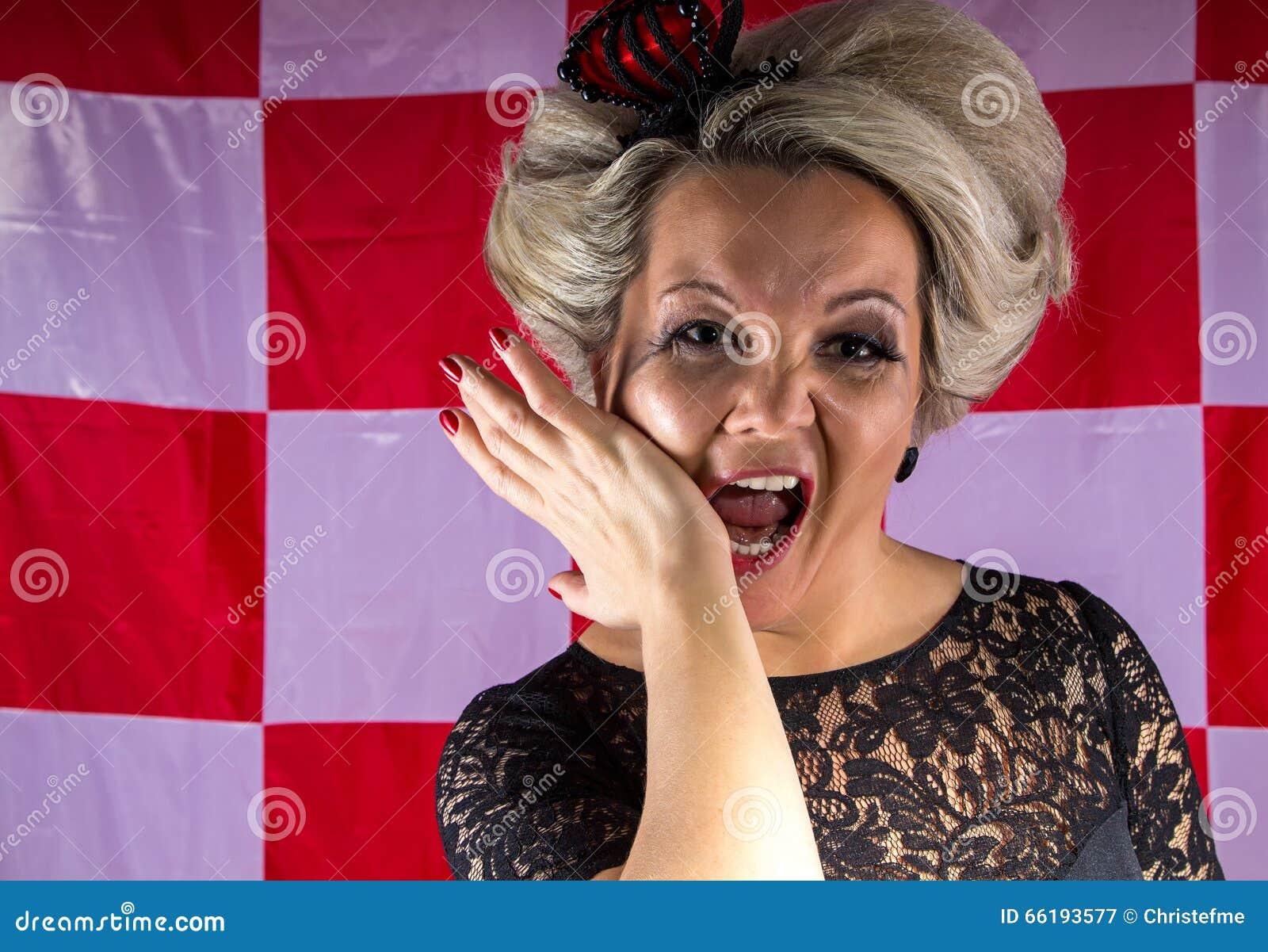 Kvinna med kronan i hysteriker