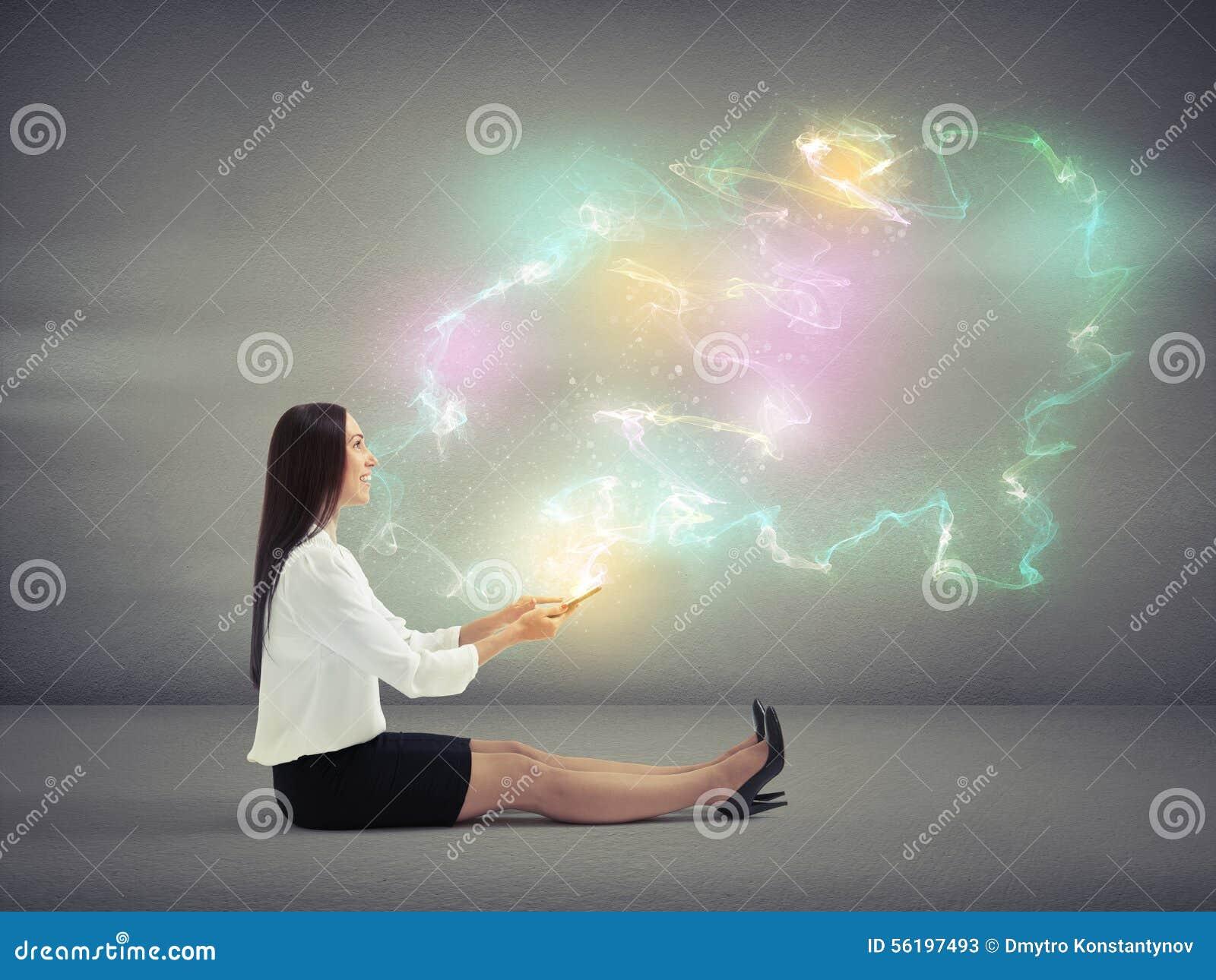 Kvinna med många-färgad magi