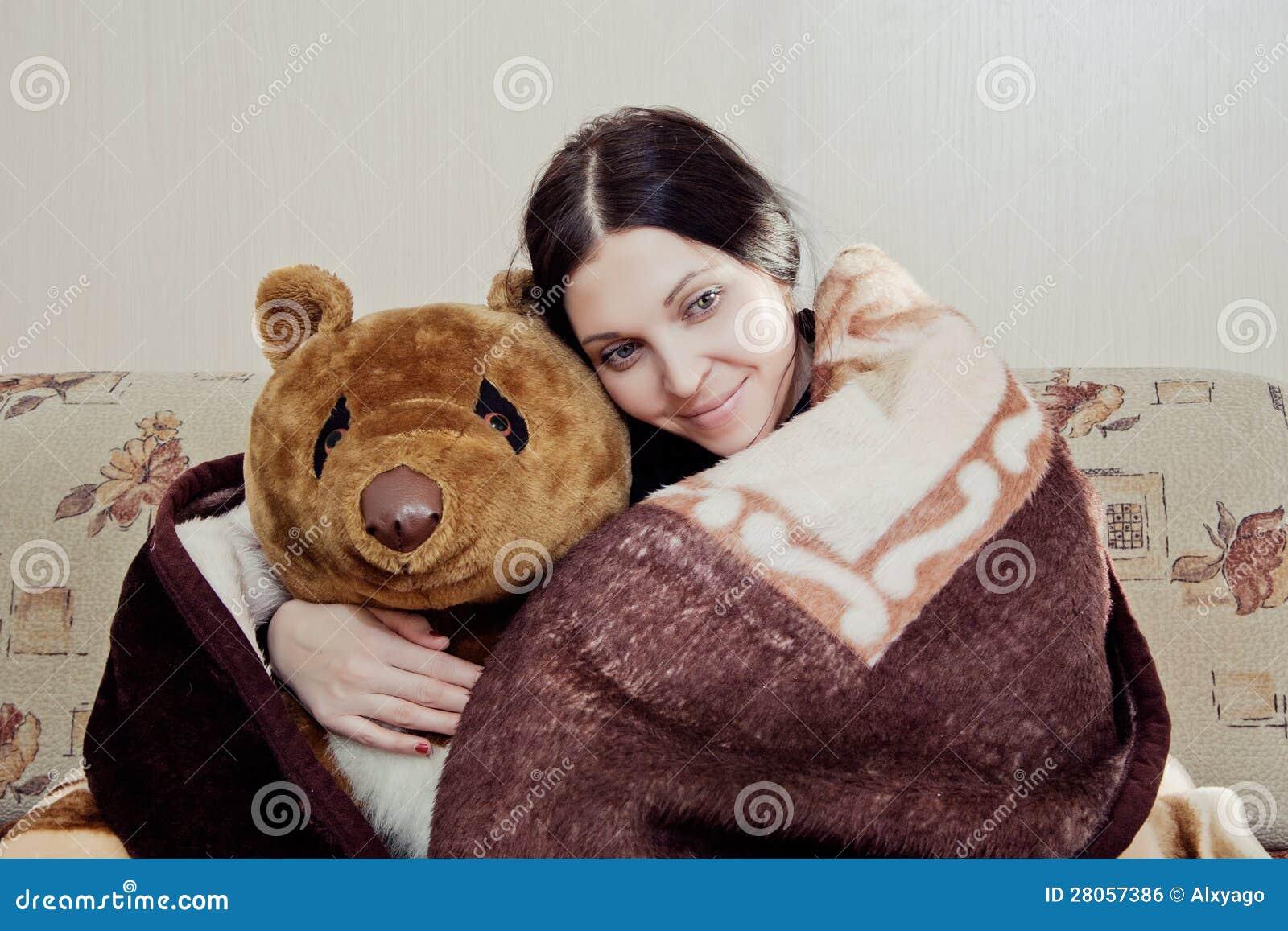 Kvinna med nallebjörnen