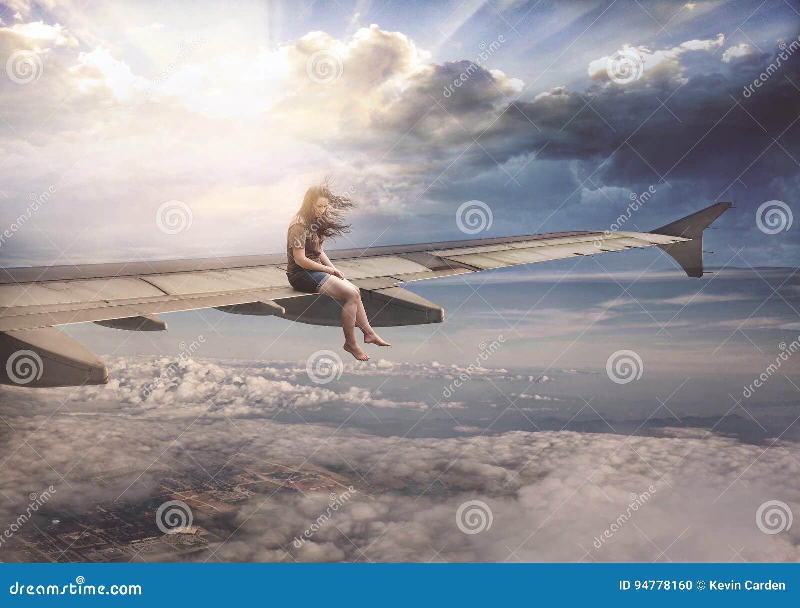 Kvinna på flygplanvingen