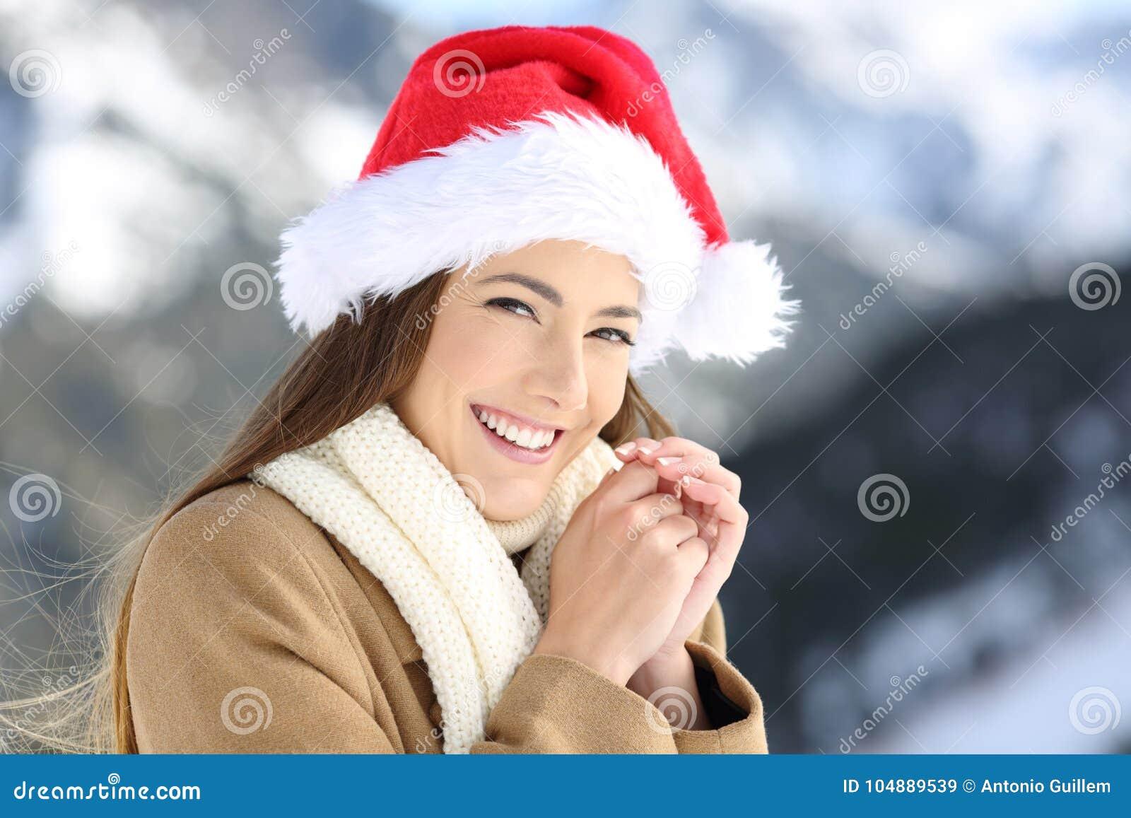 Kvinna på julferier som ser dig