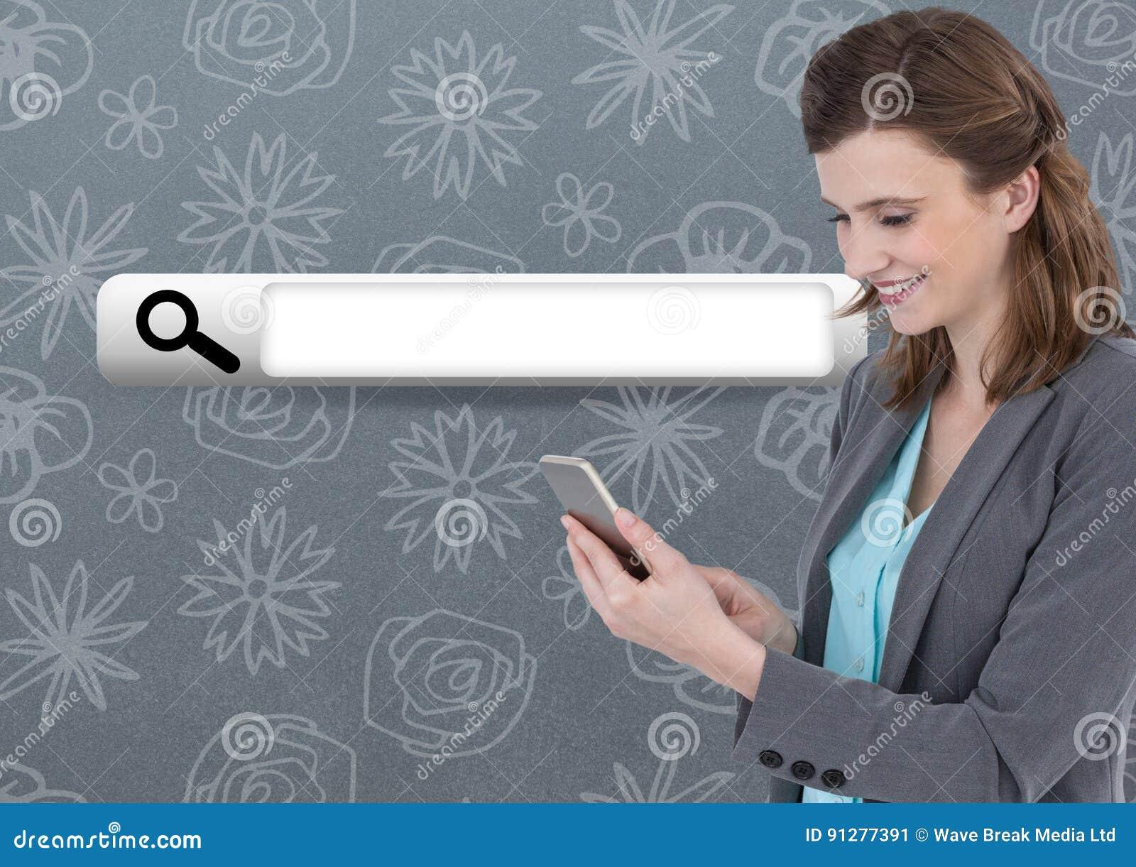 Kvinna på telefonen med sökandestången med modellbakgrund