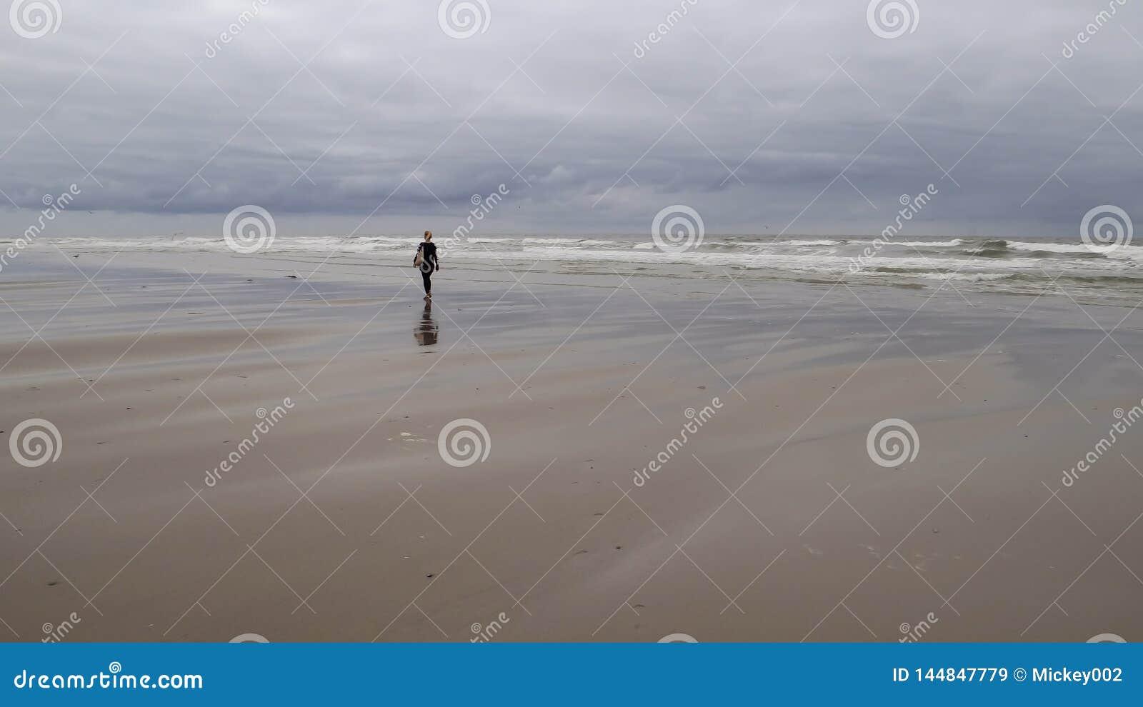 Kvinna p? strand