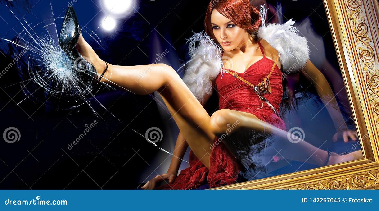 Kvinna som bryter exponeringsglaset