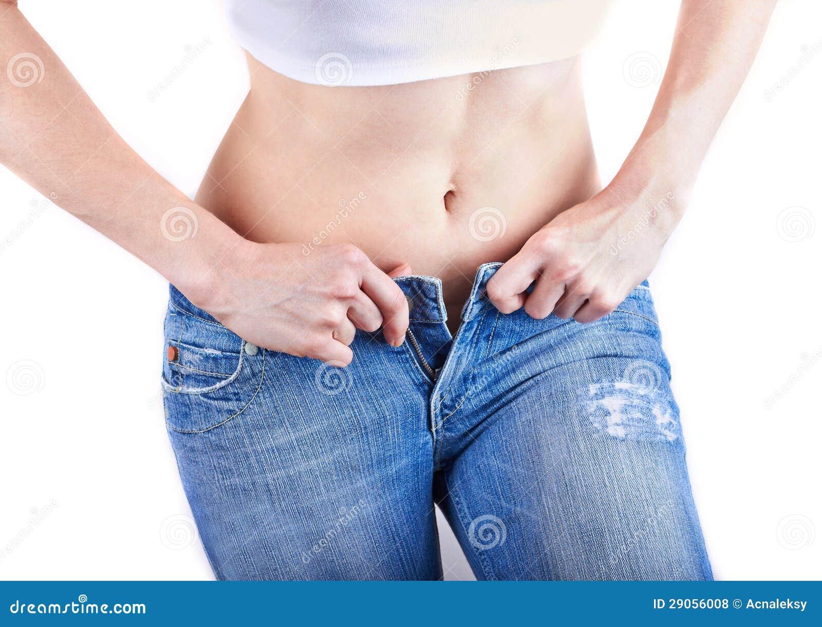 Kvinna som ha på sig jeans