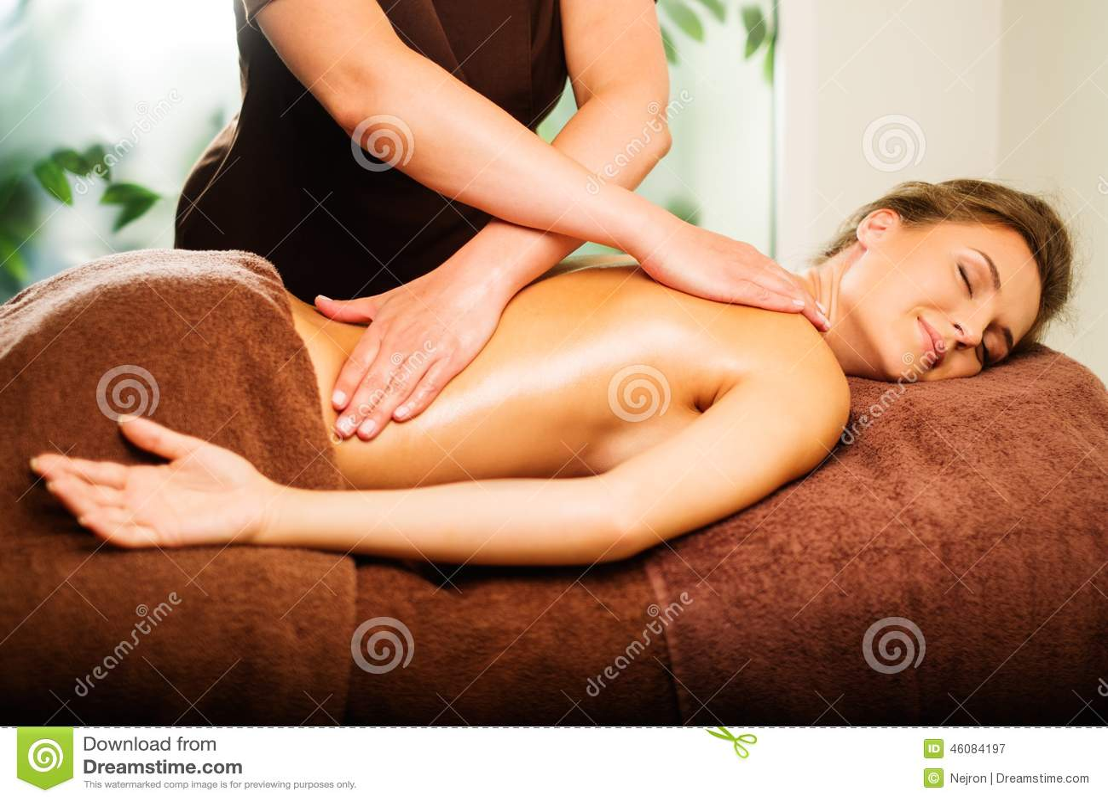 Kvinna som har massage