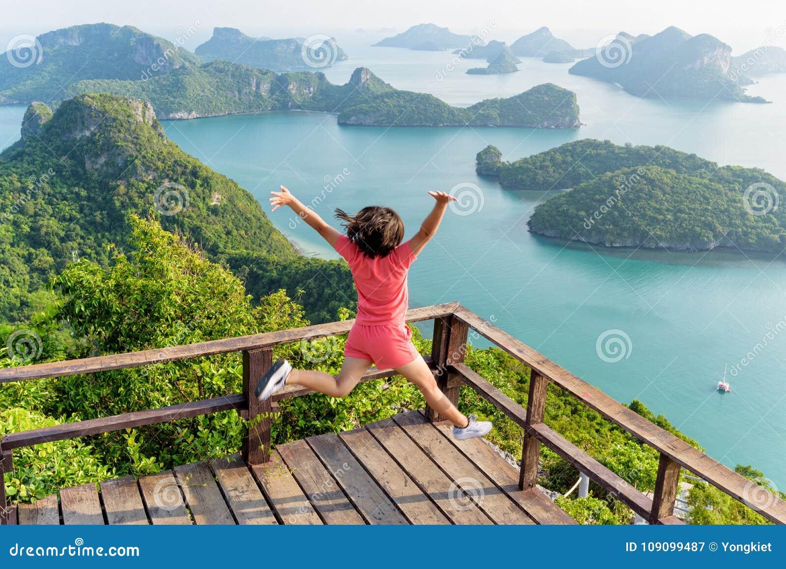 Kvinnabanhoppning på berget