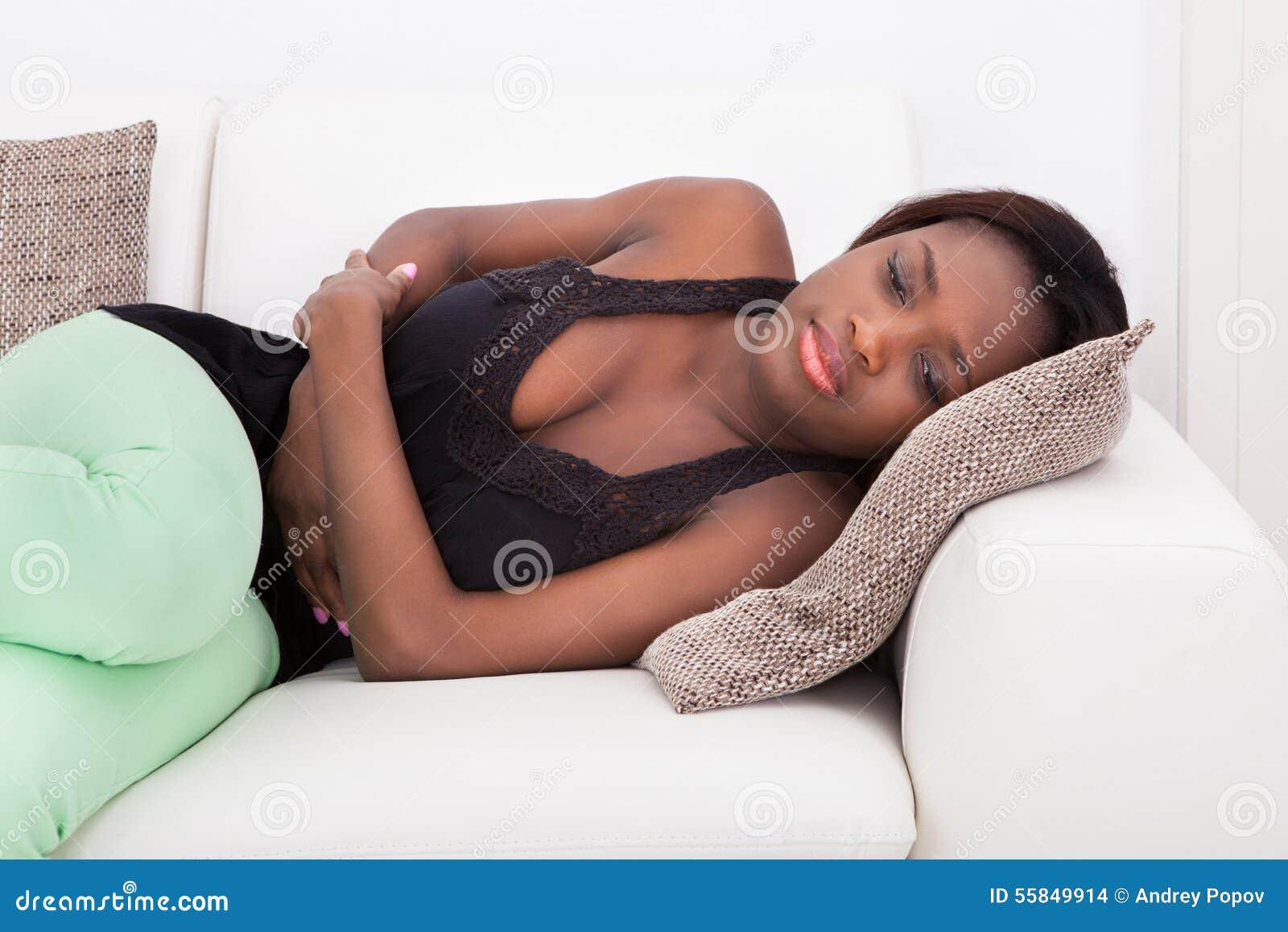 Kvinnalidande från magknip hemma