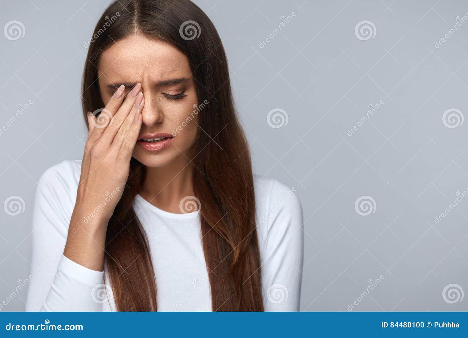 trött i ögonen och huvudvärk