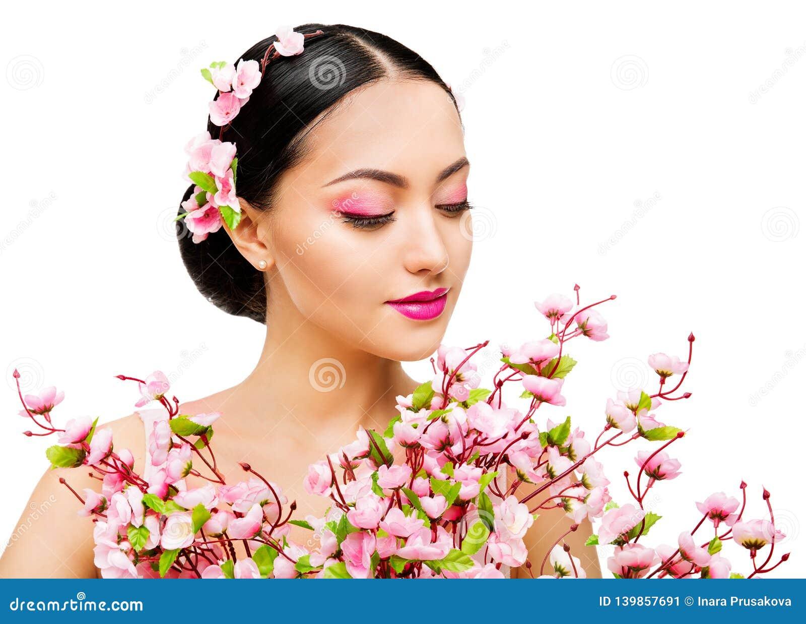 Kvinnalukt Sakura Flowers, japansk modemodell Beauty Portrait, vit