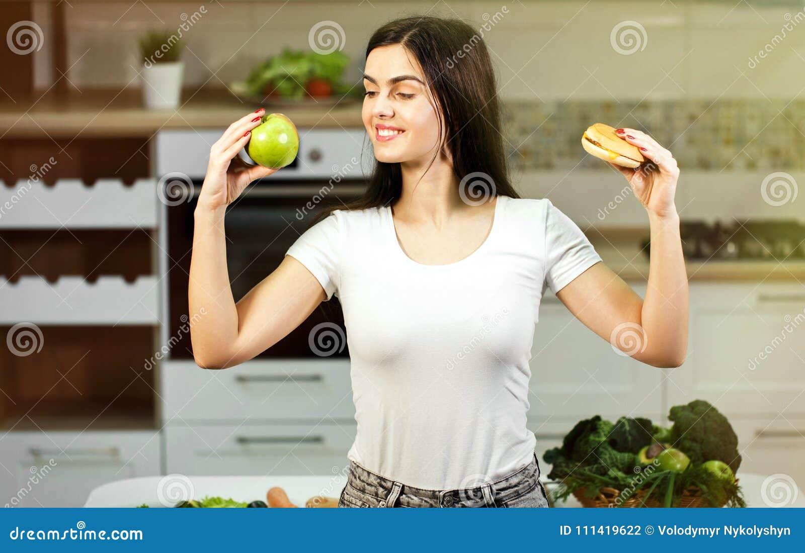 Kvinnan avgör mellan Apple och hamburgaren