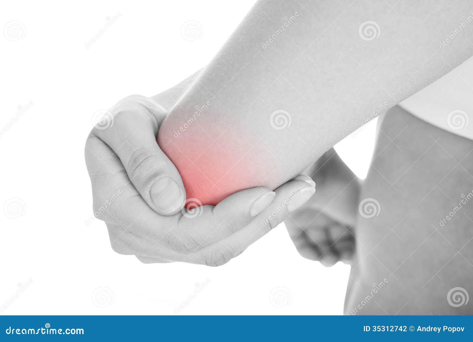 Kvinnan med armbågen smärtar