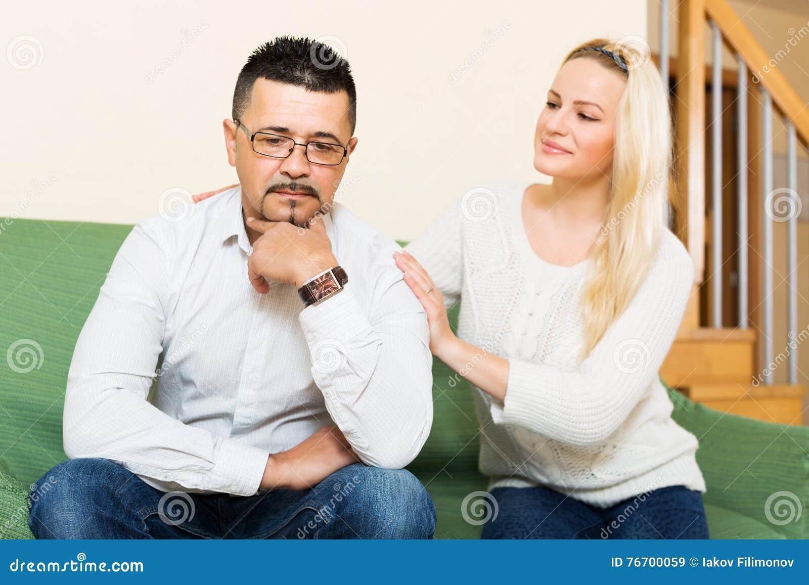 Kvinnan med mannen efter grälar
