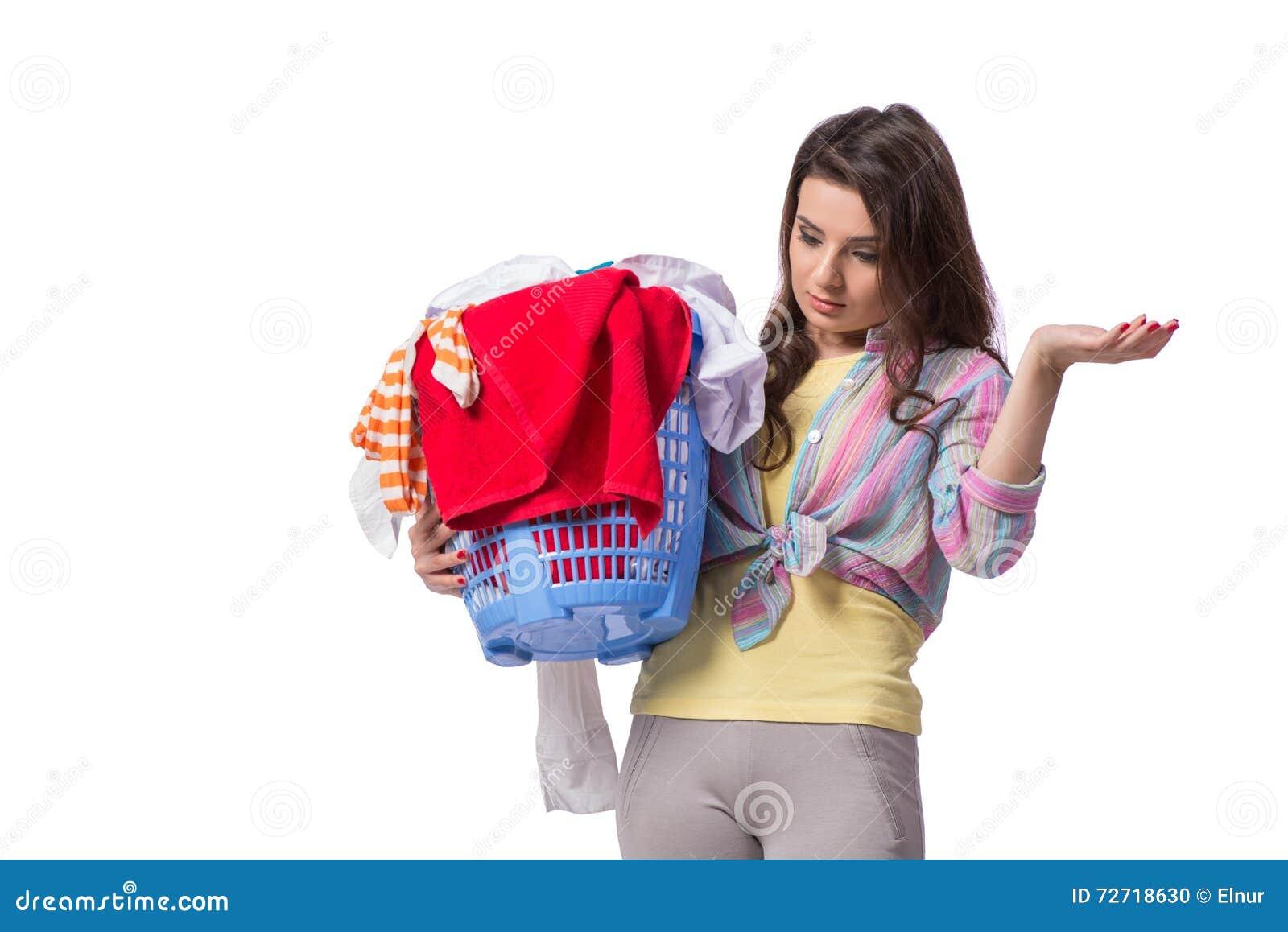 Kvinnan tröttade, når han har gjort tvätterit som isolerades på vit