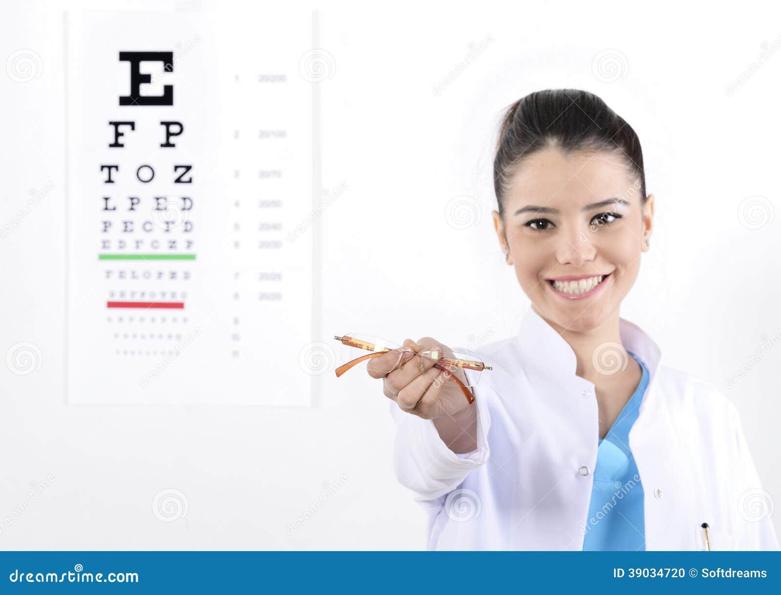 Kvinnaoptiker eller optometriker
