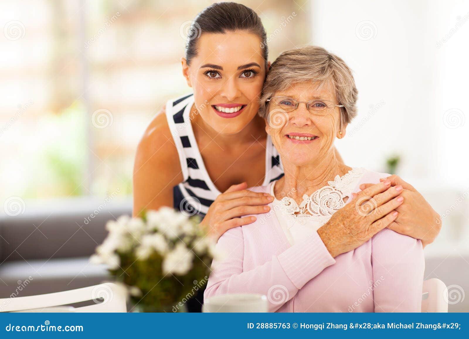 Kvinnapensionären fostrar