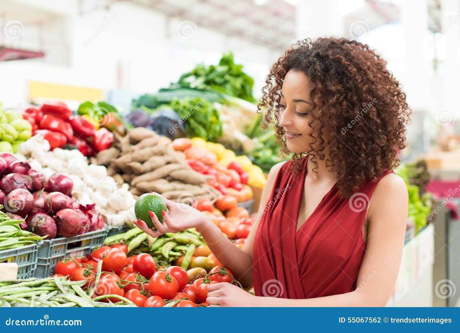 Kvinnashoppingfrukter