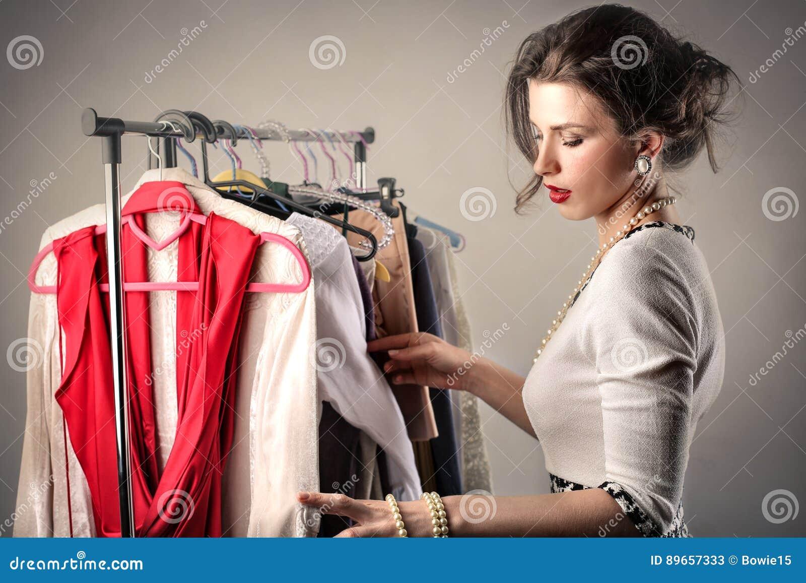 Kvinnasortering till och med kläder