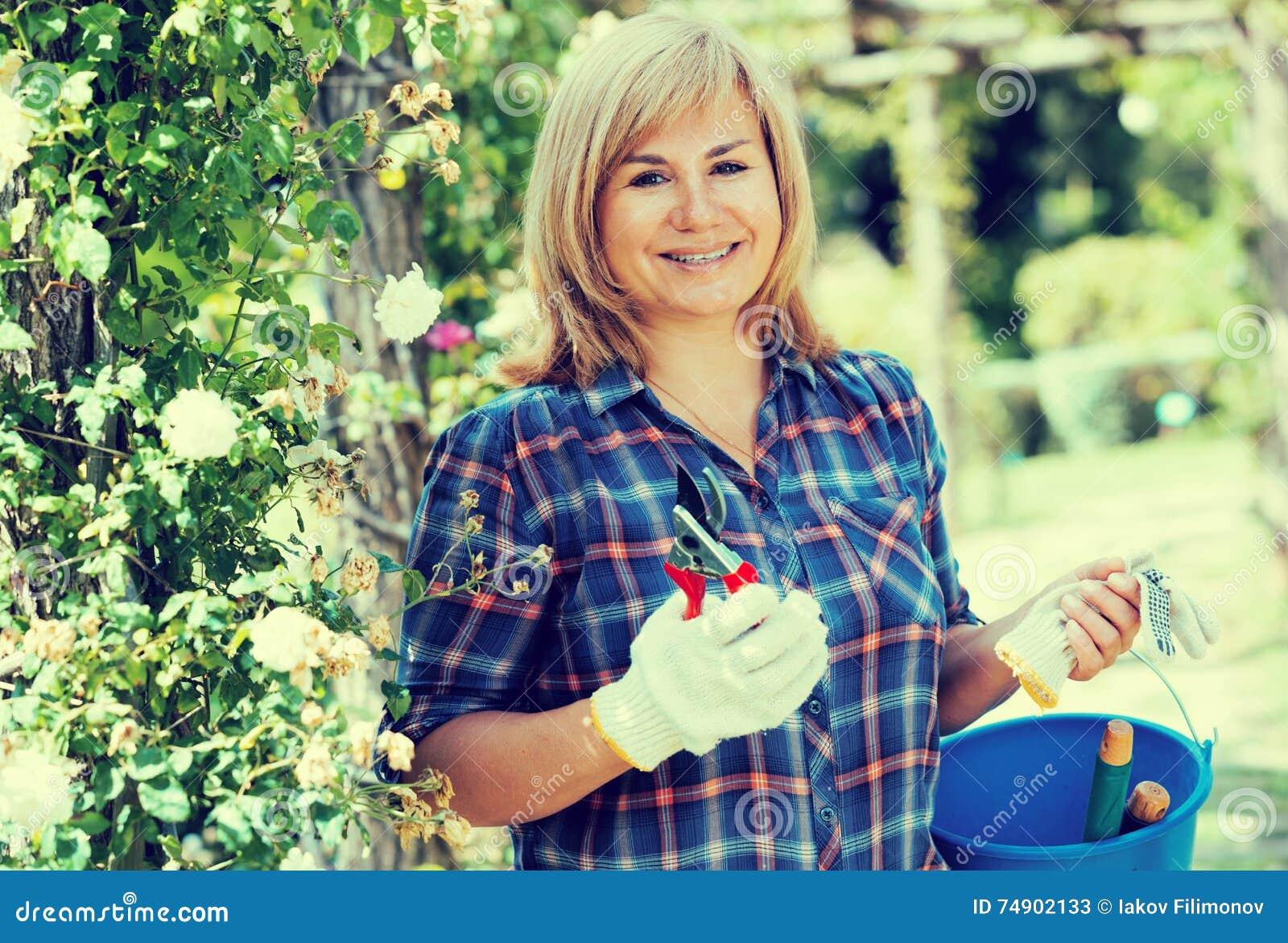 Kvinnaträdgårds-hjälpmedel
