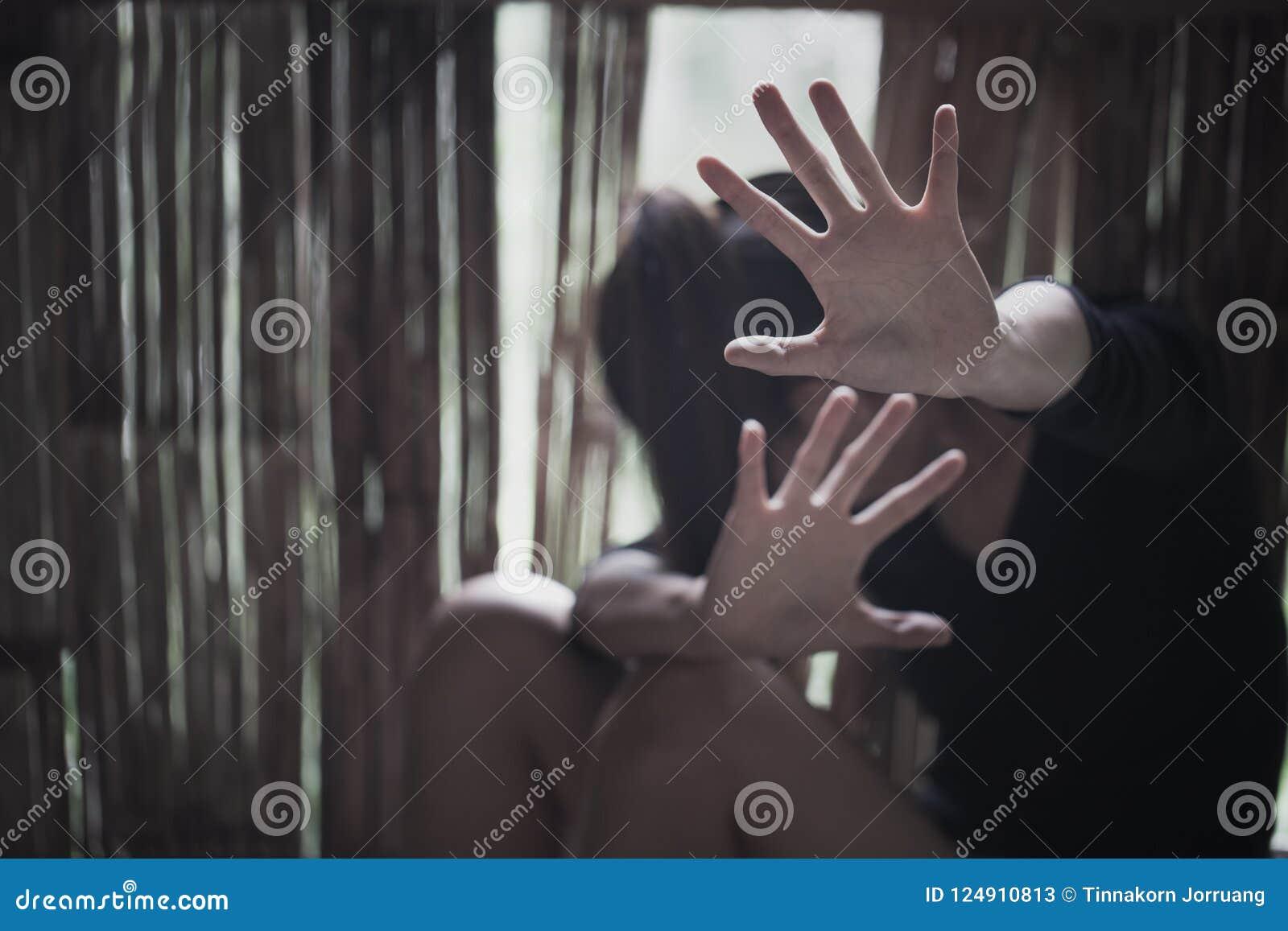 Kvinnaträldom, stoppsexuellt övergrepp och våldsamma handlingar mot kvinnor,