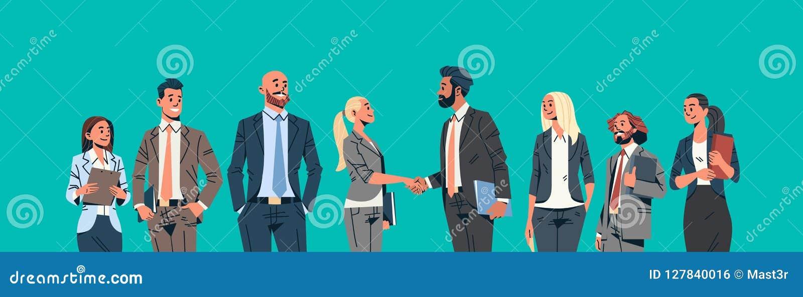 Kvinnlig för man för möte för ledare för lag för kvinnor för affärsmän för begrepp för överenskommelse för skaka för hand för gru