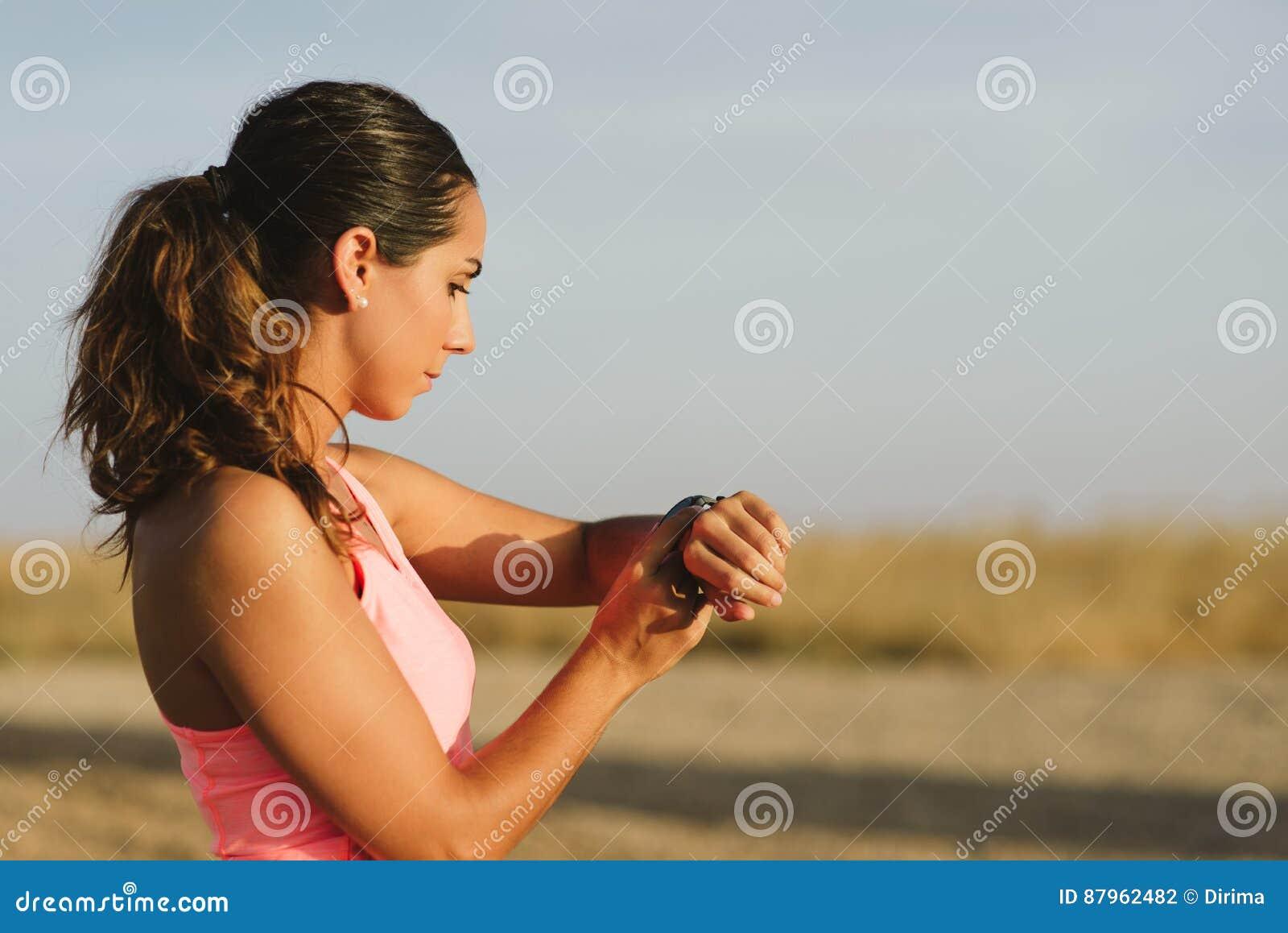 Kvinnlig löparetajminggenomkörare
