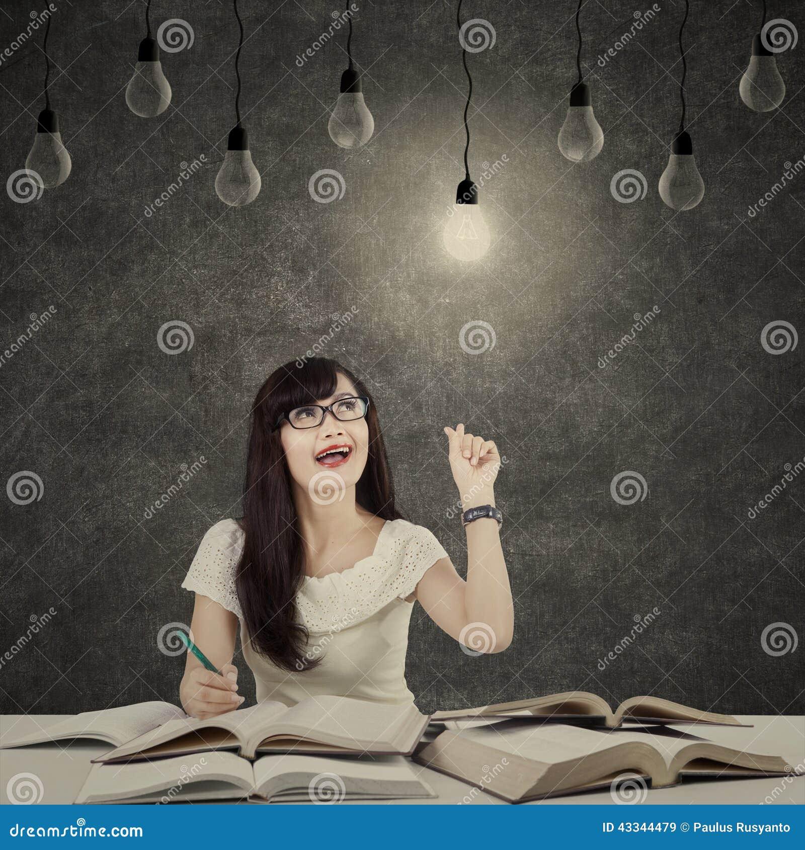 Kvinnlig student som får ljus inspiration 3