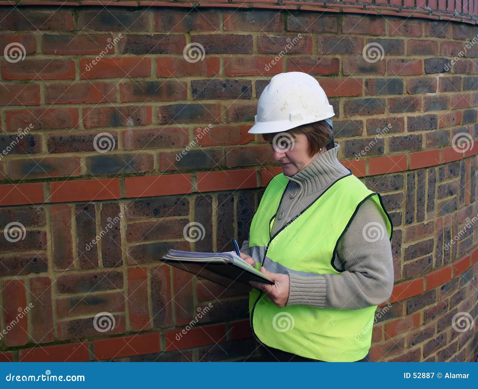 Kvinnligarbetare för 2 konstruktion