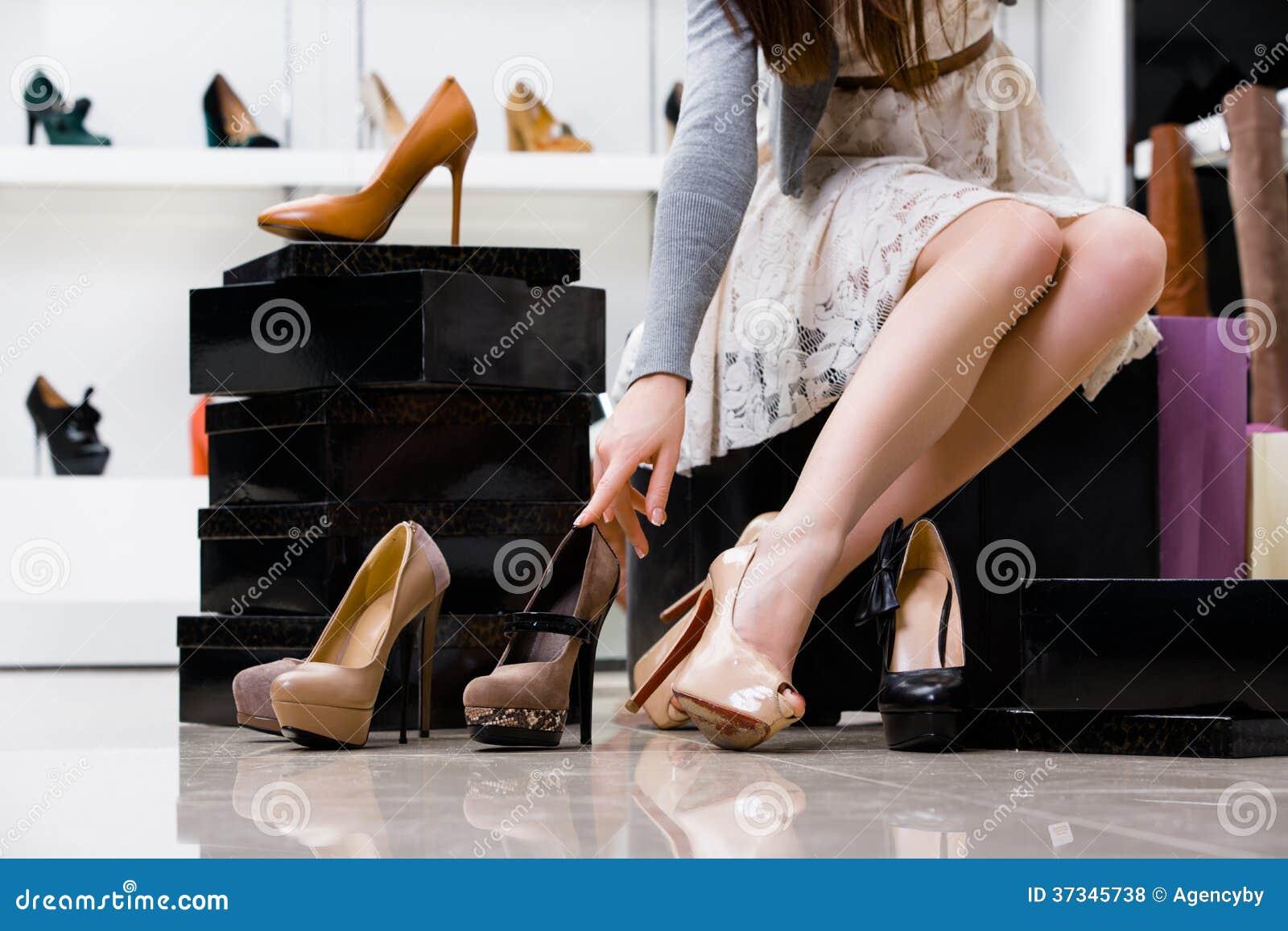 Kvinnligben och variation av skor