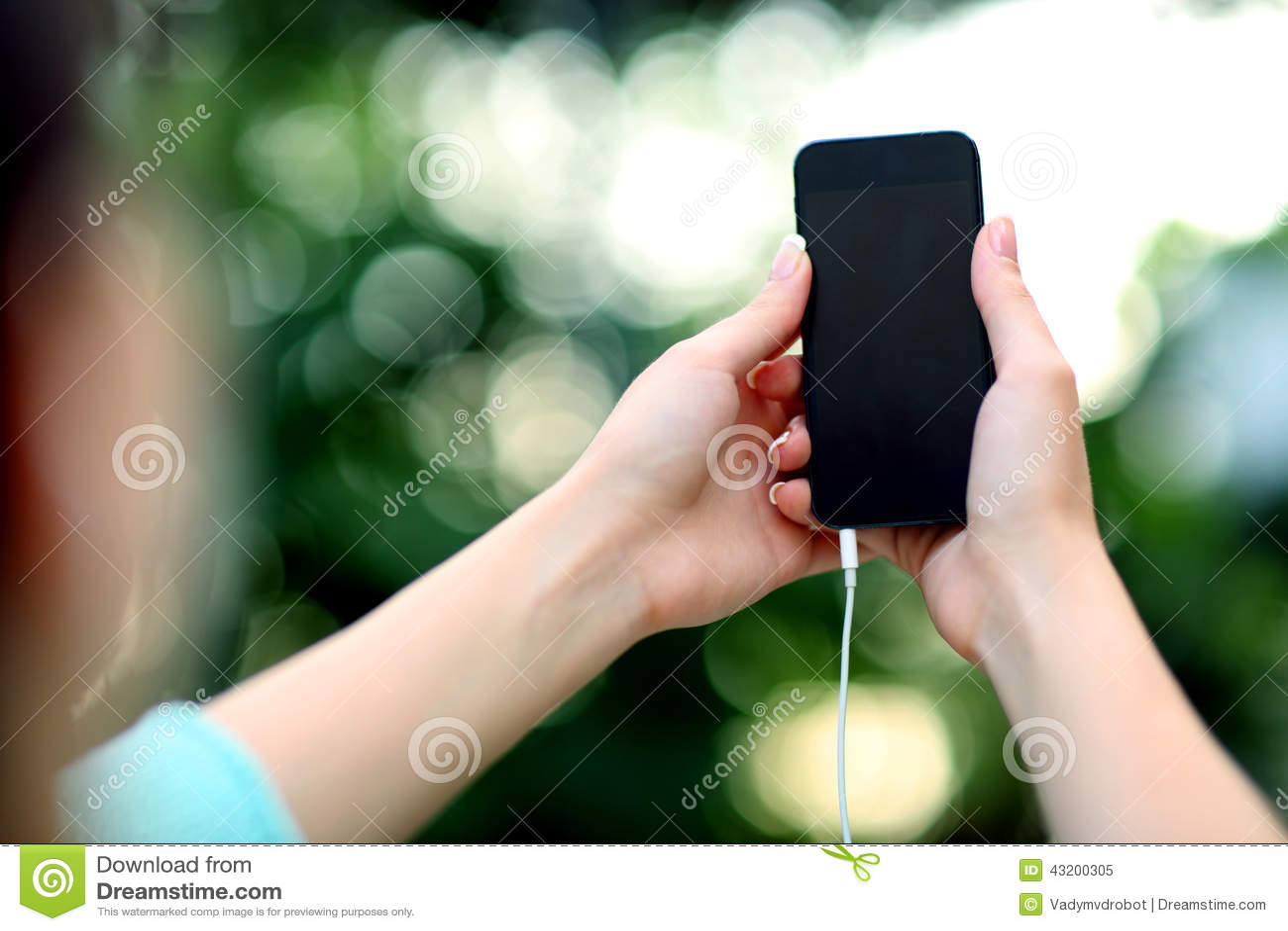 Download Kvinnlign Räcker Den Hållande Smartphonen Fotografering för Bildbyråer - Bild av kvinnlig, telefon: 43200305