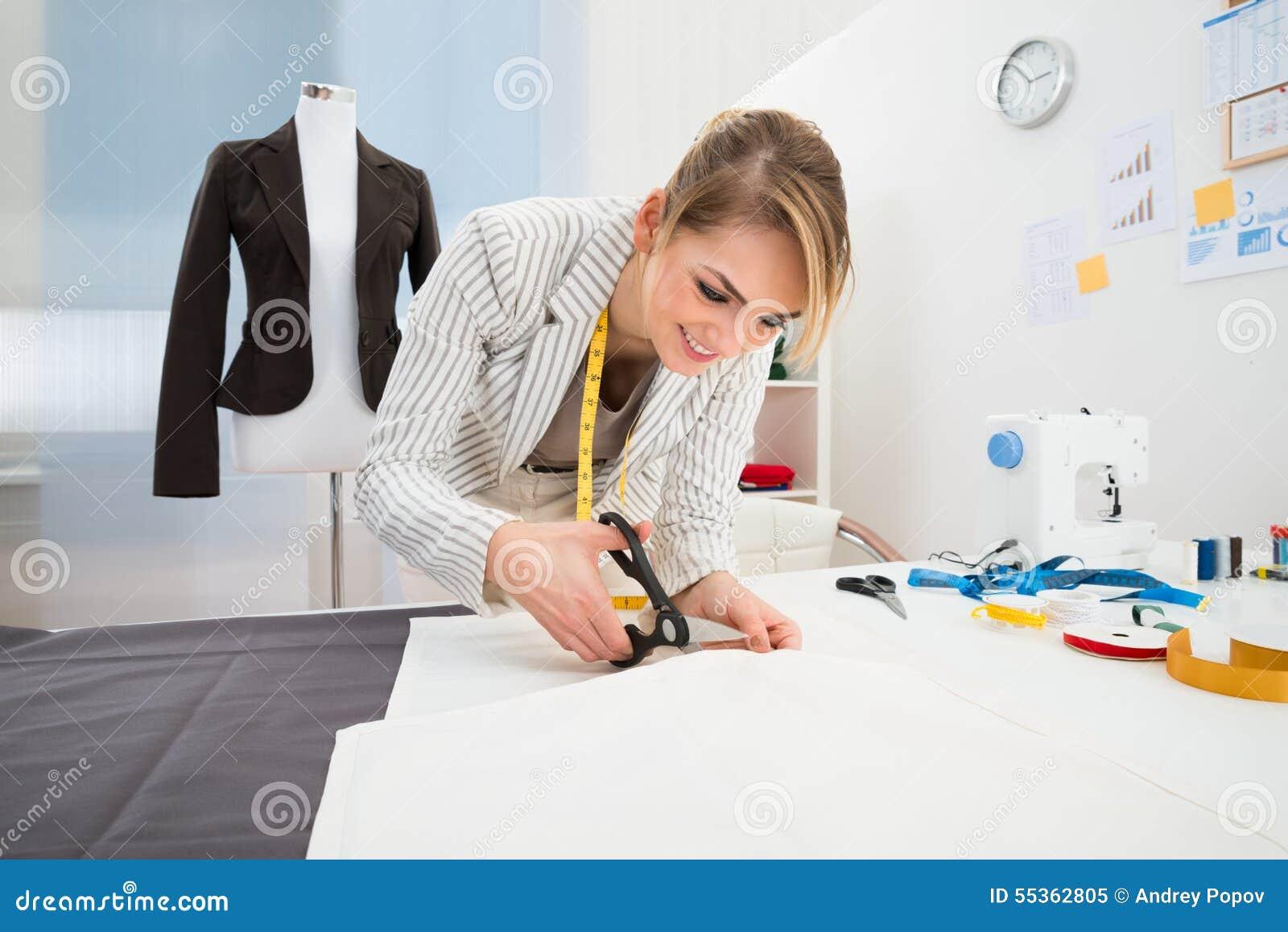 Kvinnligt bitande tyg för modeformgivare