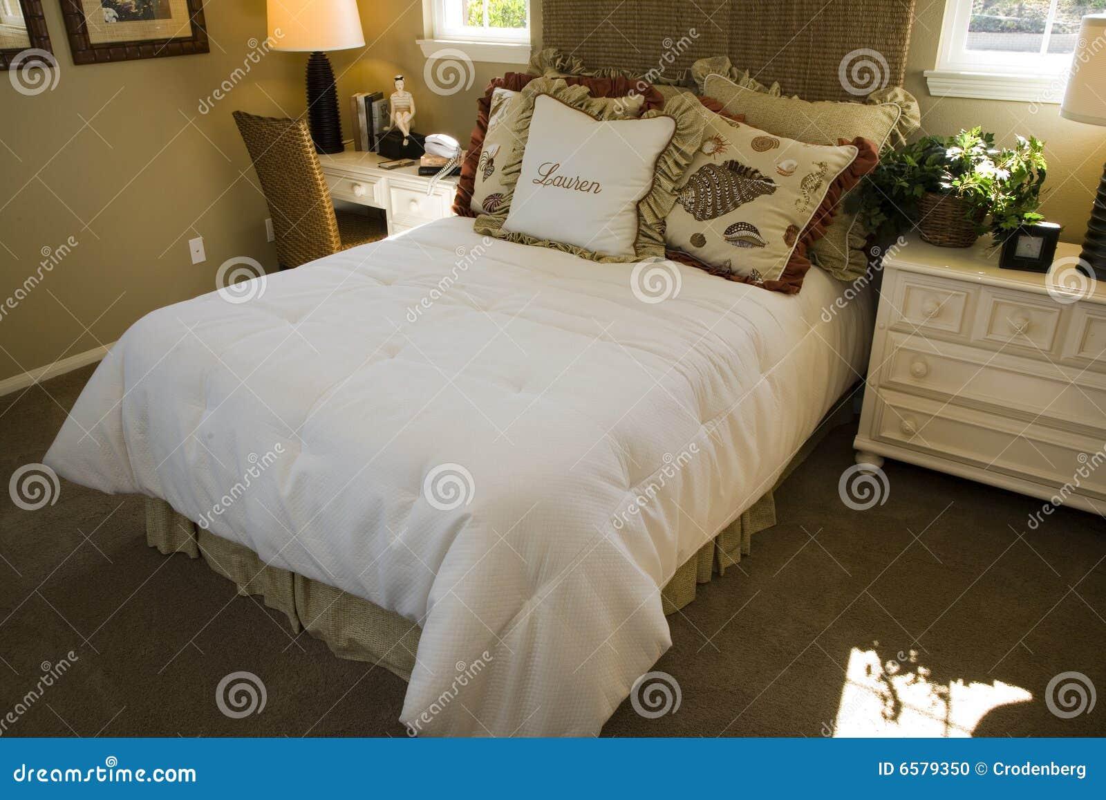 Kvinnligt sovrum arkivfoto   bild: 6579350