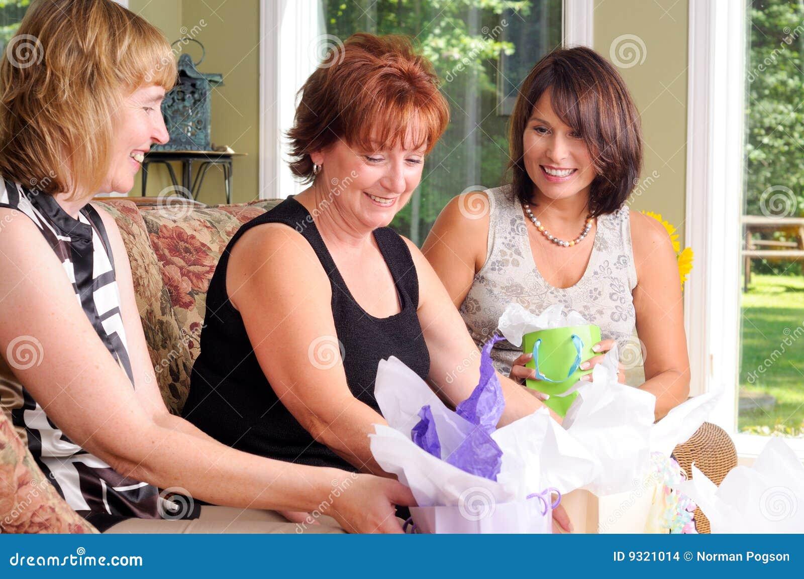 Kvinnor för åldermitt tre
