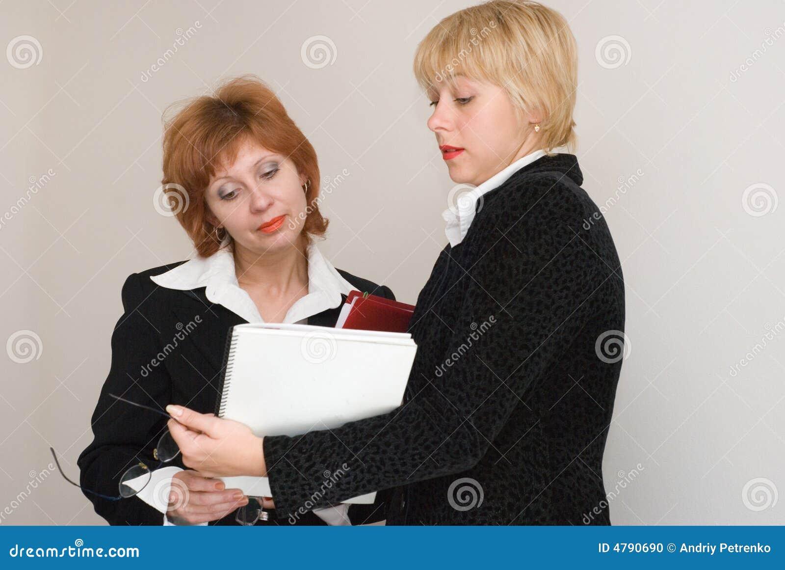 Kvinnor för affärsdialog två