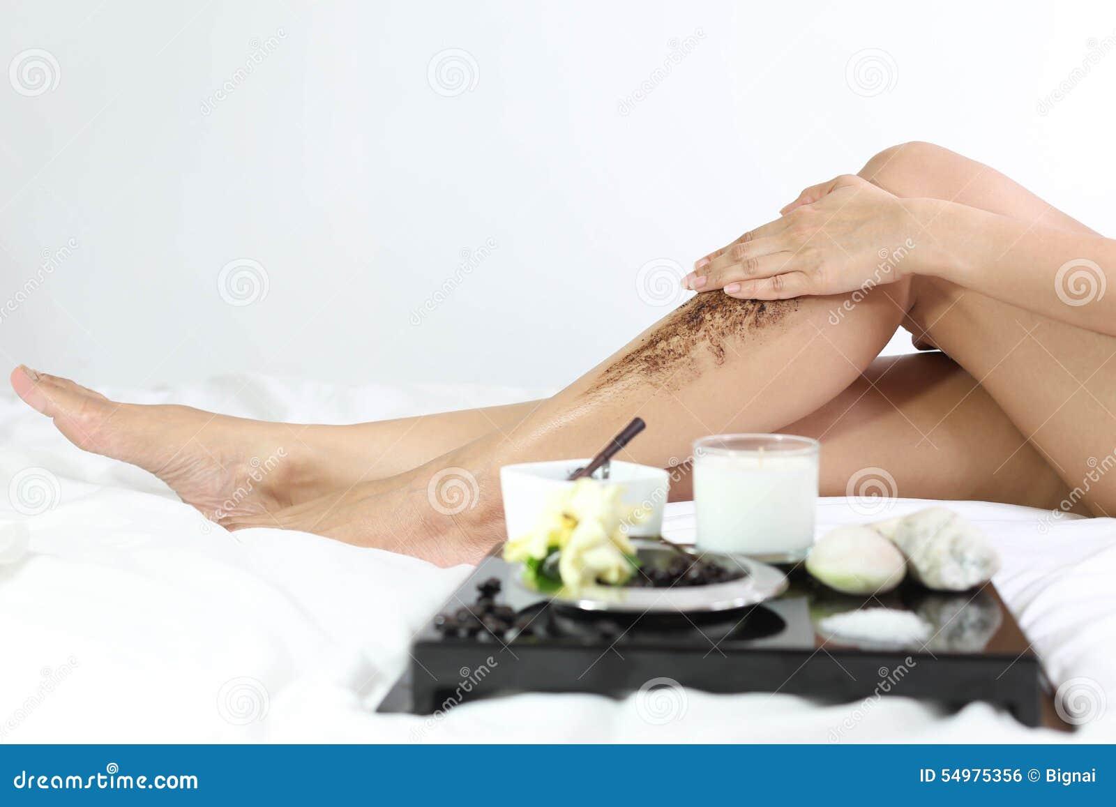 Kvinnor som gör ren hud med sump