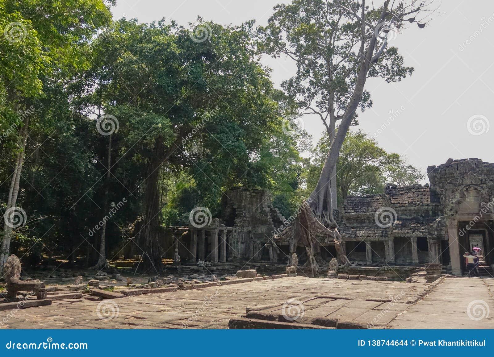 Kwadrat w świątynnym terenie Bayon świątynia przy Angkor Thom