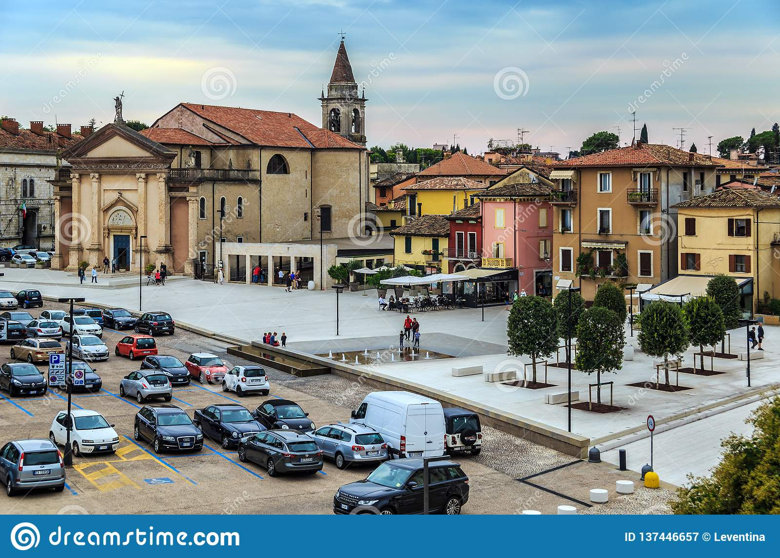 Kwadrat w Peschiera Del Garda