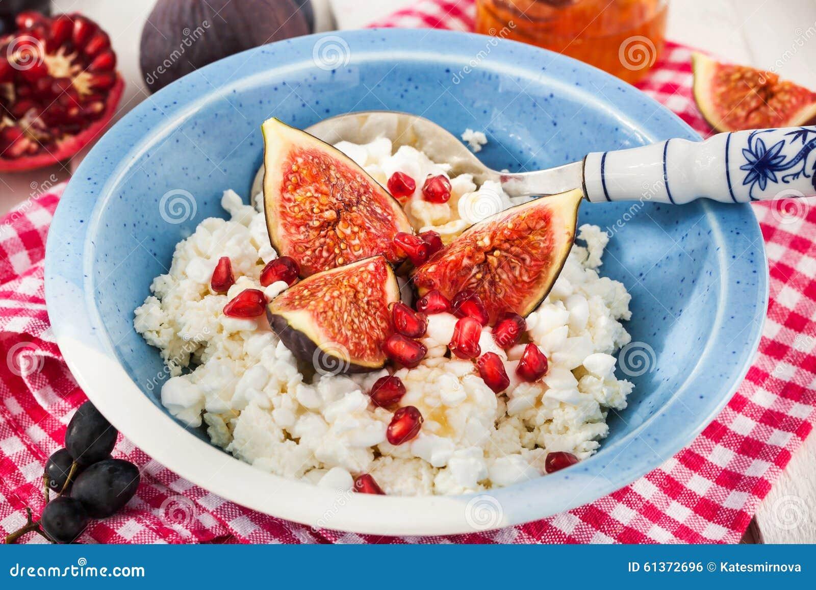 Kwark, fig., granaatappel en honing