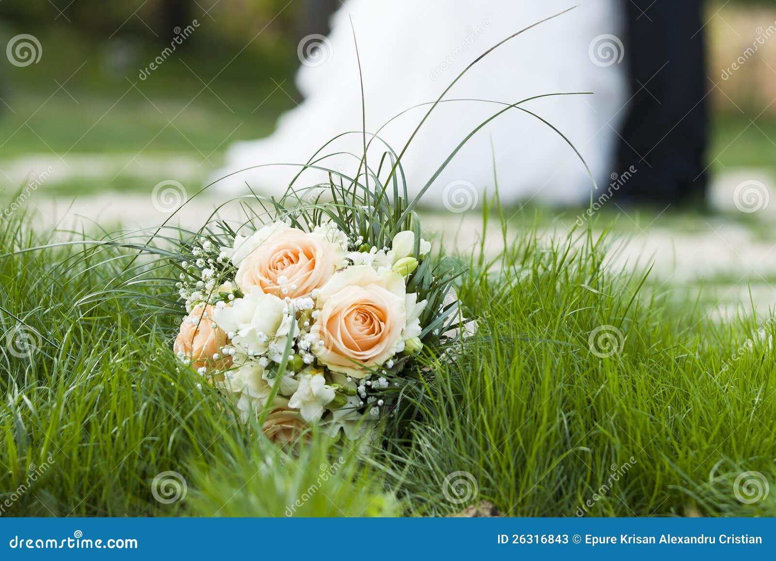 Kwiat dnia ślubu bukiet taniec buziaki, i