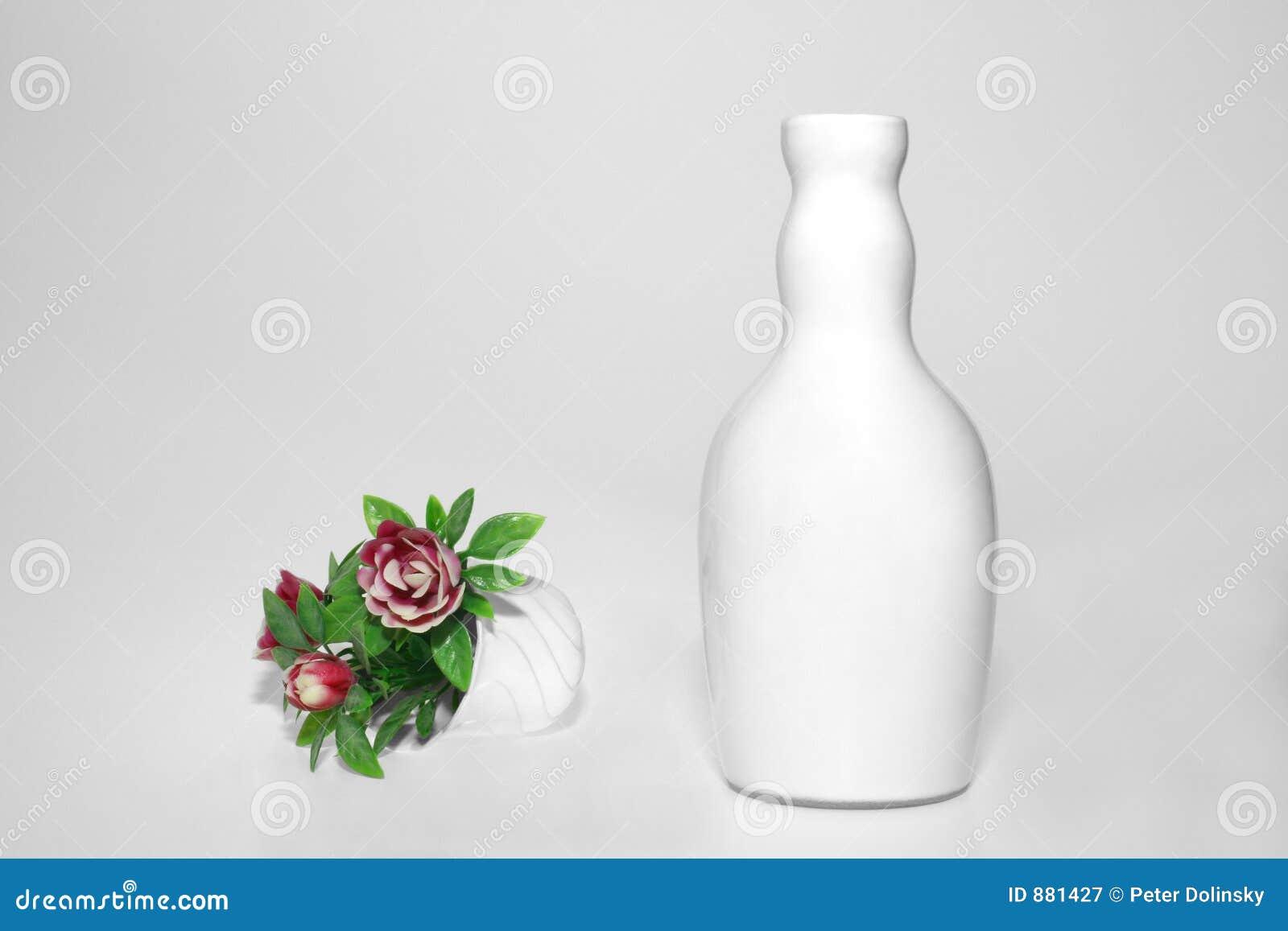 Kwiat wazy white