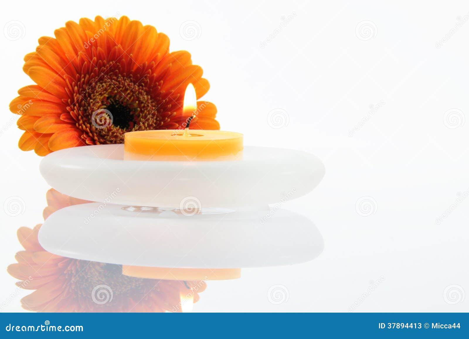 Kwiat z świeczką