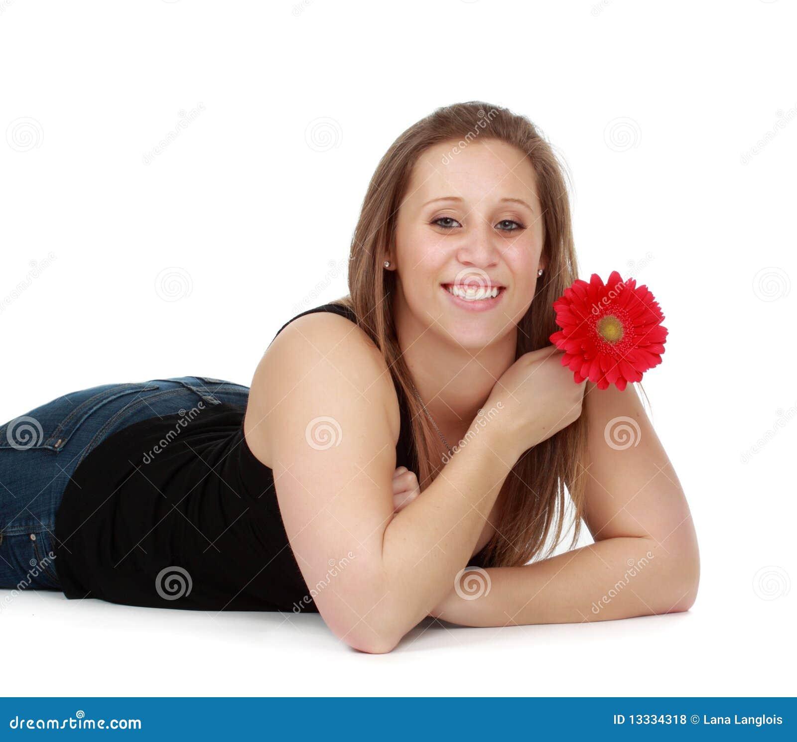 Kwiatu dziewczyny mienia czerwień
