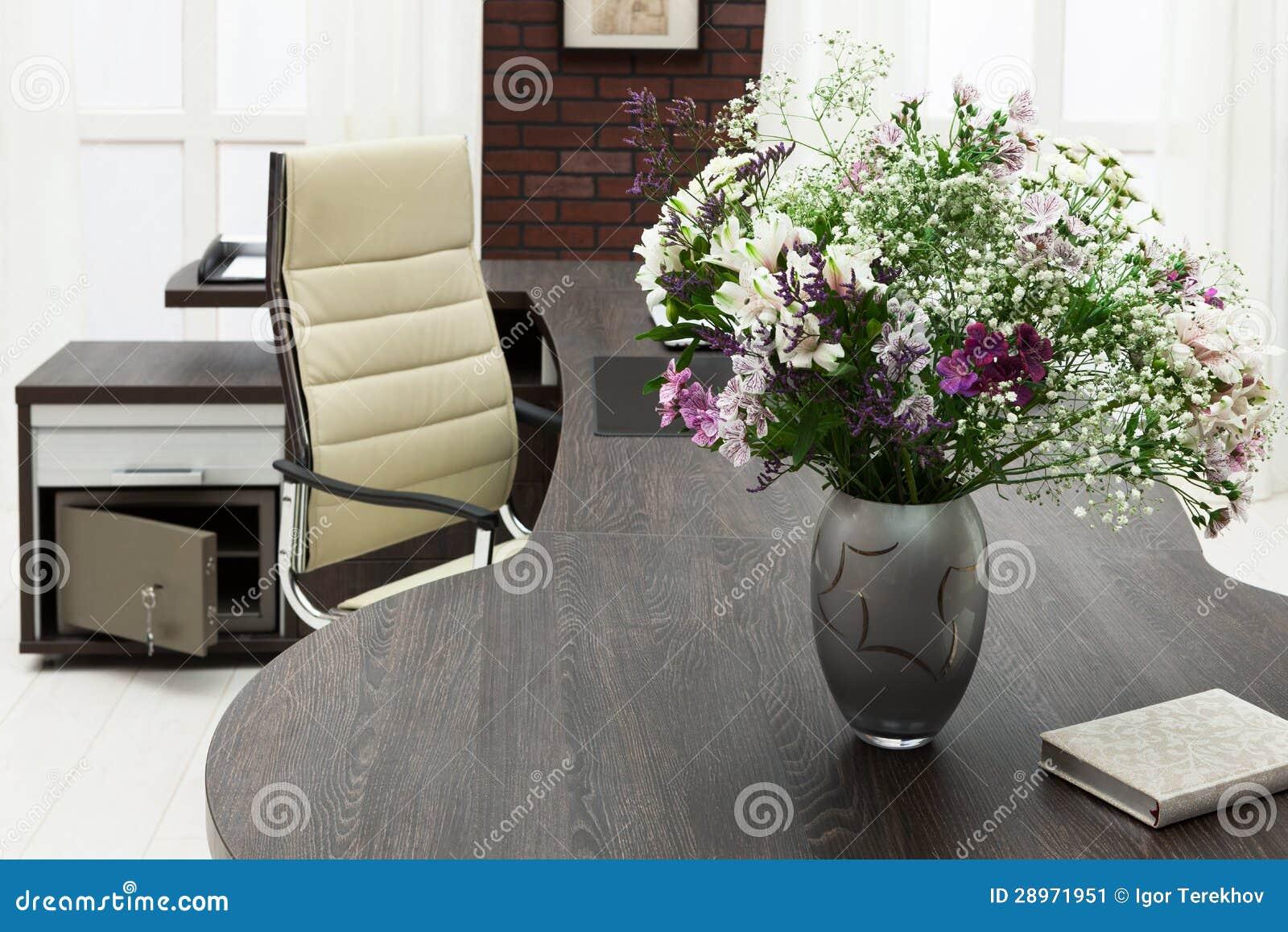 Kwiaty na biurku