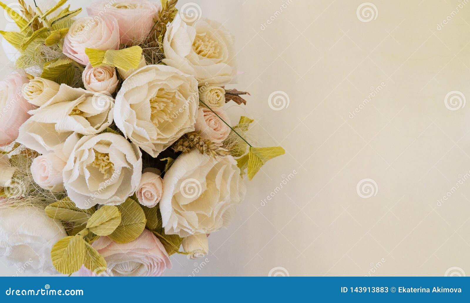 Kwiaty umieszczają dla inskrypcji