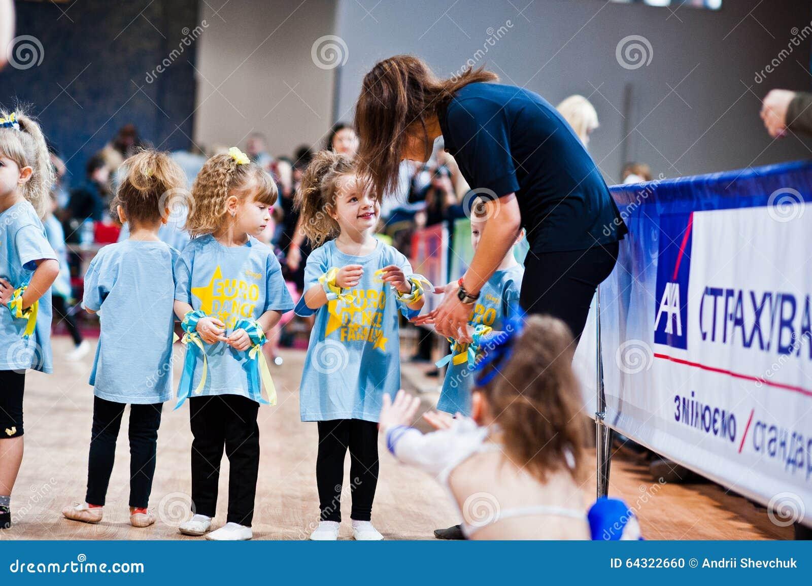 KYIV,乌克兰12月27日:欧洲舞蹈儿童党